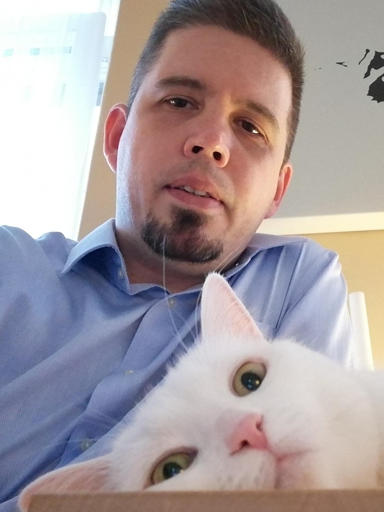 a barátom macska társkereső oldalak)