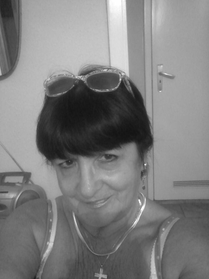 Katalin 78 éves tatabányai társkereső tagunk.