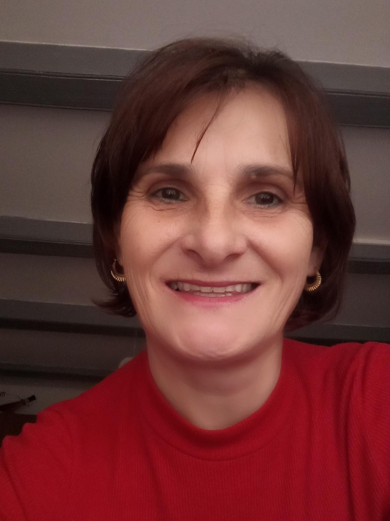 Márti - társkereső. Negyven évi boldog házasság után két éve vesztettem el férjemet.