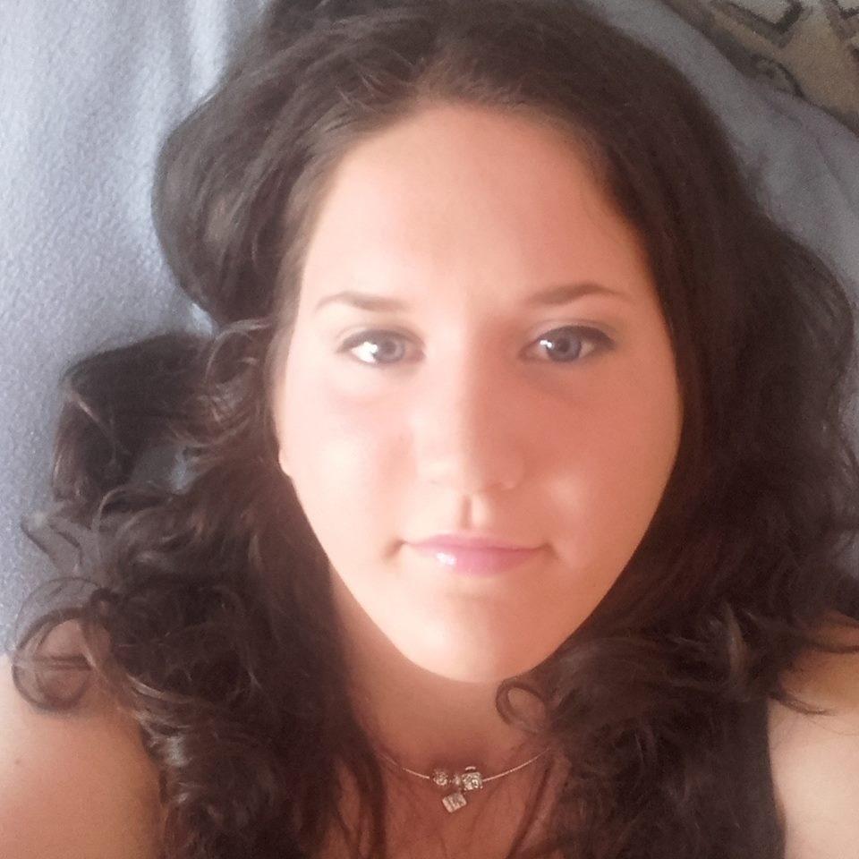 Társkereső 23 éves nő